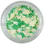Fulgi de confetti cu o formă nedefinită - alb, galben, verde